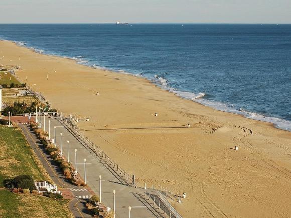 Virginia Beach (public domain)