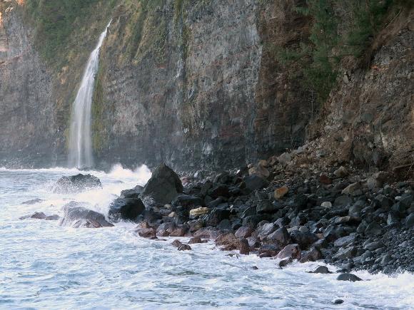 Waiulili stream falls - Credit: Alan Cressler