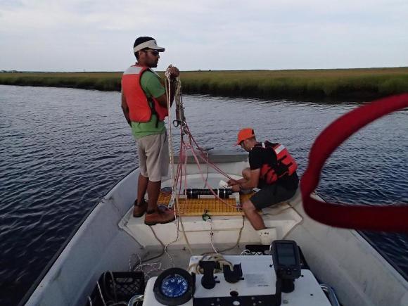 Preparing for sediment transport measurement (Credit: Tom Malatesta)